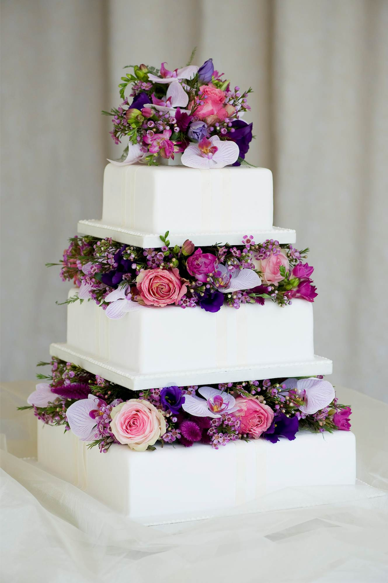 Wedding Cake Images With Fresh Flowers : Weddings in Malta   English Wedding Planner in Malta ...